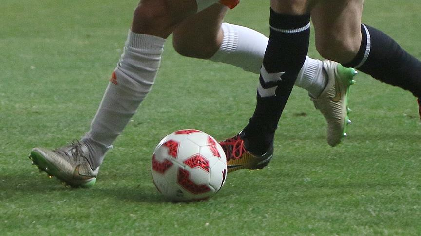 Profesyonel futbolcudan 'sahte sözleşme' iddiası