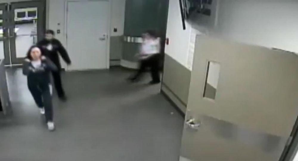 Huawei'nin sahibinin kızının tutuklanma görüntüleri yayınlandı