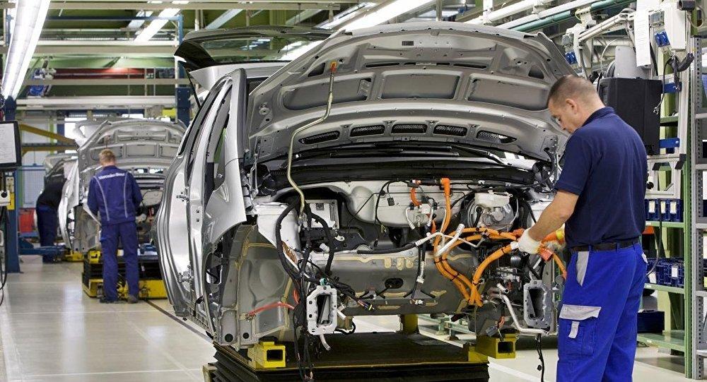 Almanya'da resesyon riski: Sanayi üretimi beklentilerin üzerinde düştü