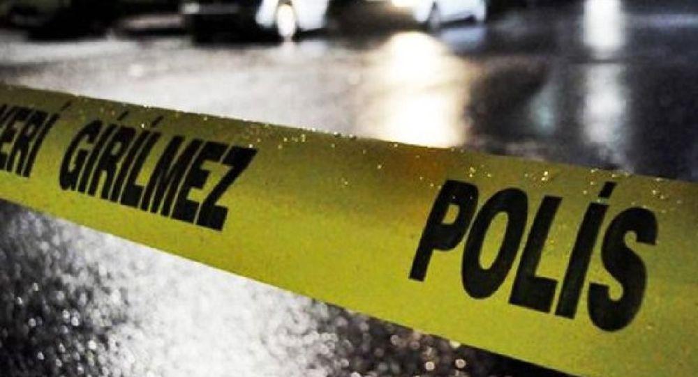 Gelinini gözaltına alan polisi bıçakla yaraladı