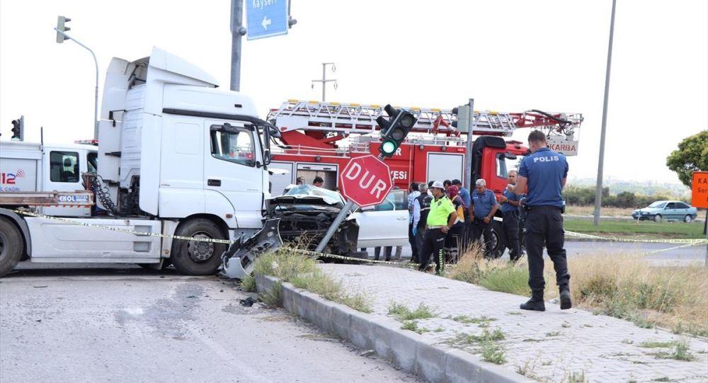 Hatay Emniyet Müdürü Karabörk trafik kazası geçirdi: Eşi hayatını kaybetti