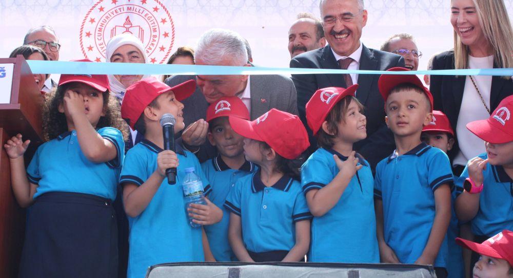 Erdoğan'dan 'Yıldırım'ı çok seviyorum' diyen öğrenciye: Ama sen beni kıskandırıyorsun