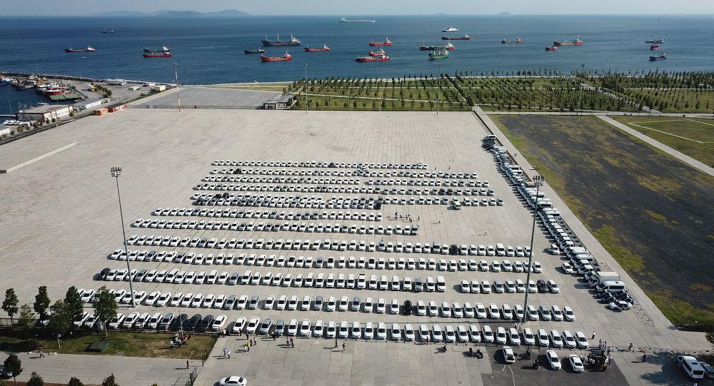 Yenikapı'da sergilenen İBB'ye ait araçlar kaldırıldı, yerine Teknofest çadırı kuruldu