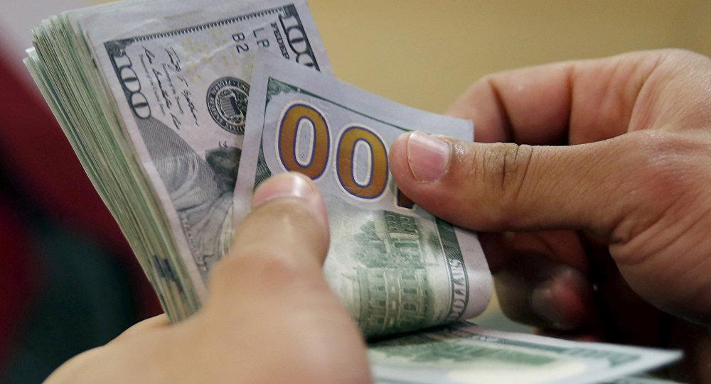 Dolar haftanın son işlem gününe 5.67'den başladı