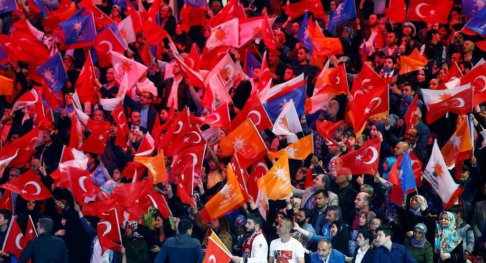 AK Parti'de 2 istifa daha