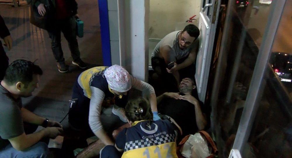 Metrobüste yer kavgası: 1 kişi bıçaklandı, 2 kişi aranıyor