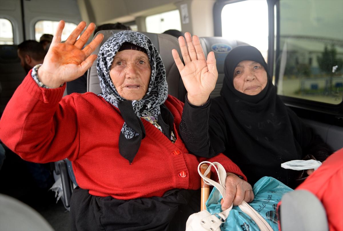 Suriyeliler terörden temizlenen Afrin'e dönüyor