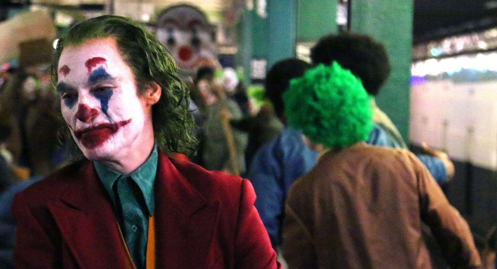 'Batman katliamı' ailelerinden Joker filmine protesto