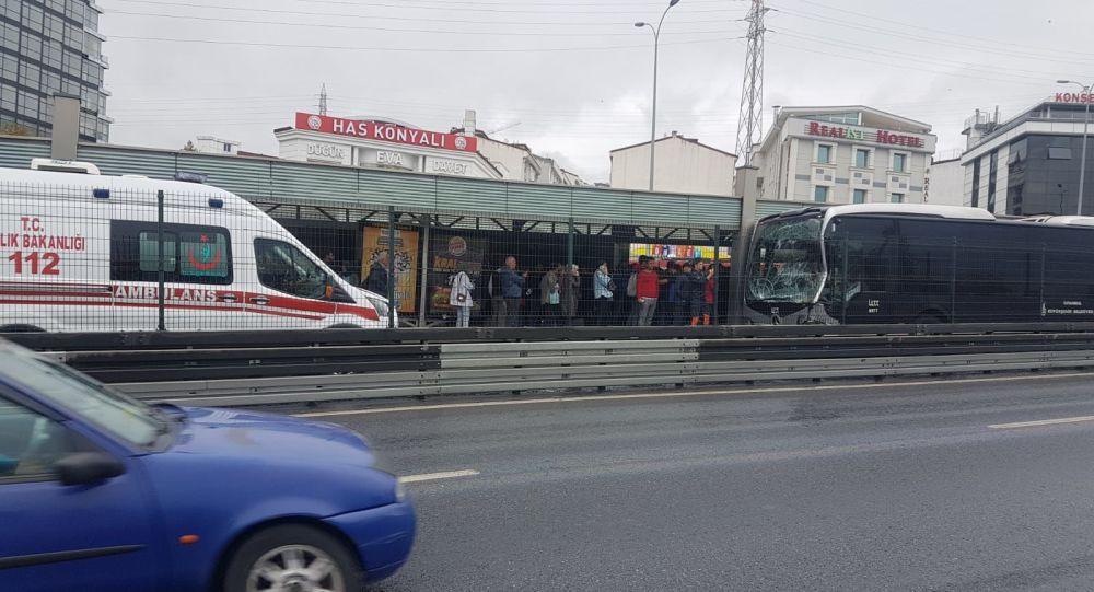 Metrobüs kaza yaptı: 11 yaralı