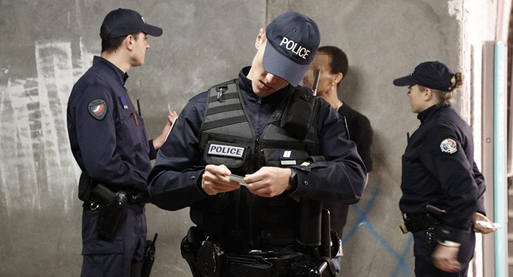Japon turist, Paris'te kolundaki 840 bin dolarlık saati kaptırdı