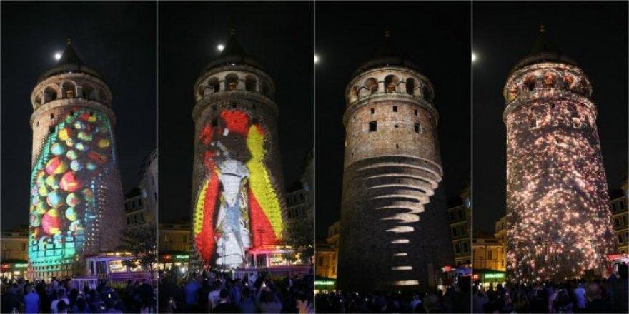 Galata Kulesi'ndeki mapping şov izleyenleri mest etti!