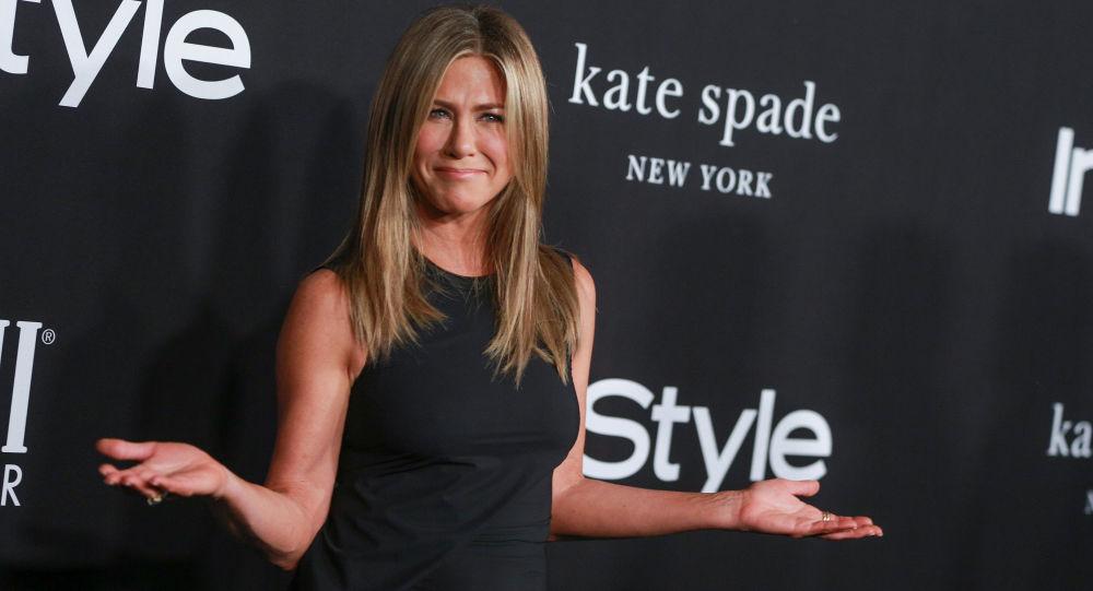 Jennifer Aniston'ın ilk Instagram paylaşımı Friends hayranlarını coşturdu, siteyi çökertti