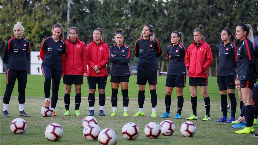 Kadın A Milli Futbol Takımı yarın Hollanda ile karşılaşacak
