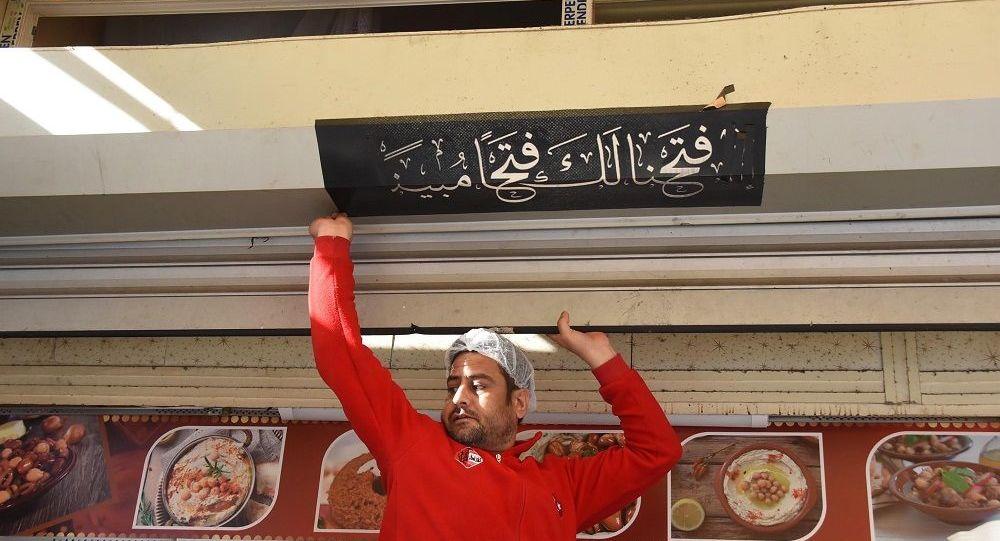 İzmir'de 'Arapça tabela' operasyonu: Suriyeli esnafa ait iş yerlerinin tabelaları indirildi