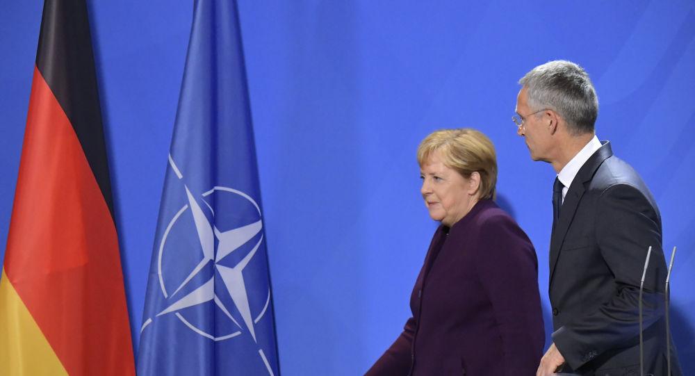 Merkel'den Macron'a tepki: NATO güvenliğimizin temeli