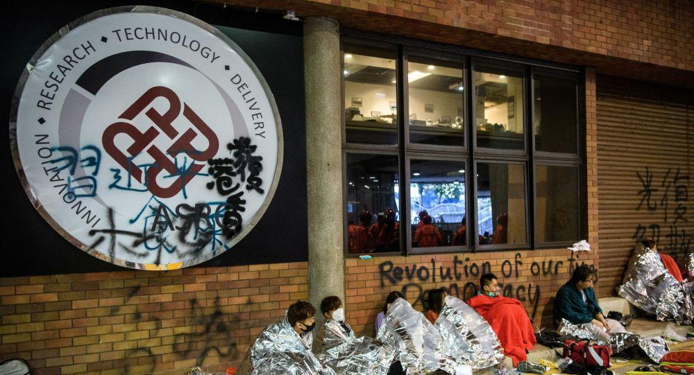 Hong Kong Polytechnic Üniversitesi'ndeki 400 protestocu gözaltına alındı