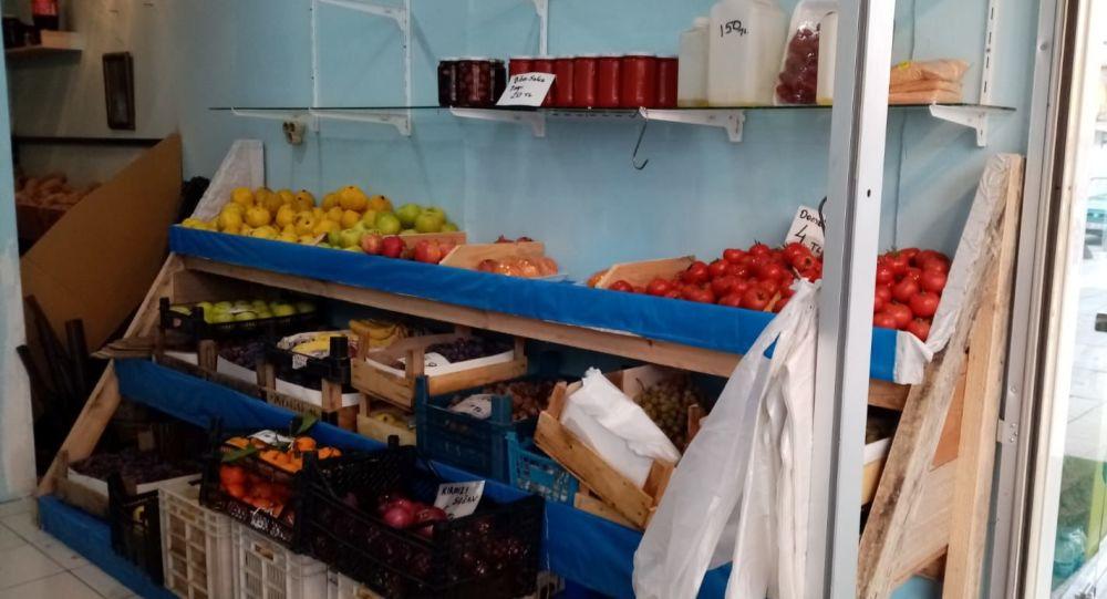 Girdiği manavda para bulamayan hırsız, meyve ve sebzelerin üzerine zeytinyağı döktü