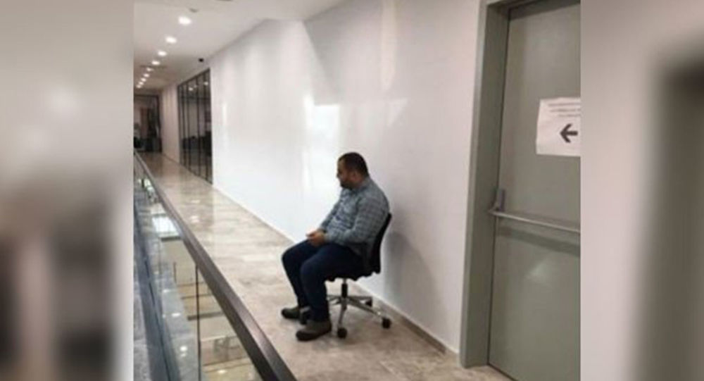 Ayağa kalkmayan çalışana 'tuvalet önünde oturma' cezası veren belediye başkan yardımcısı istifa etti