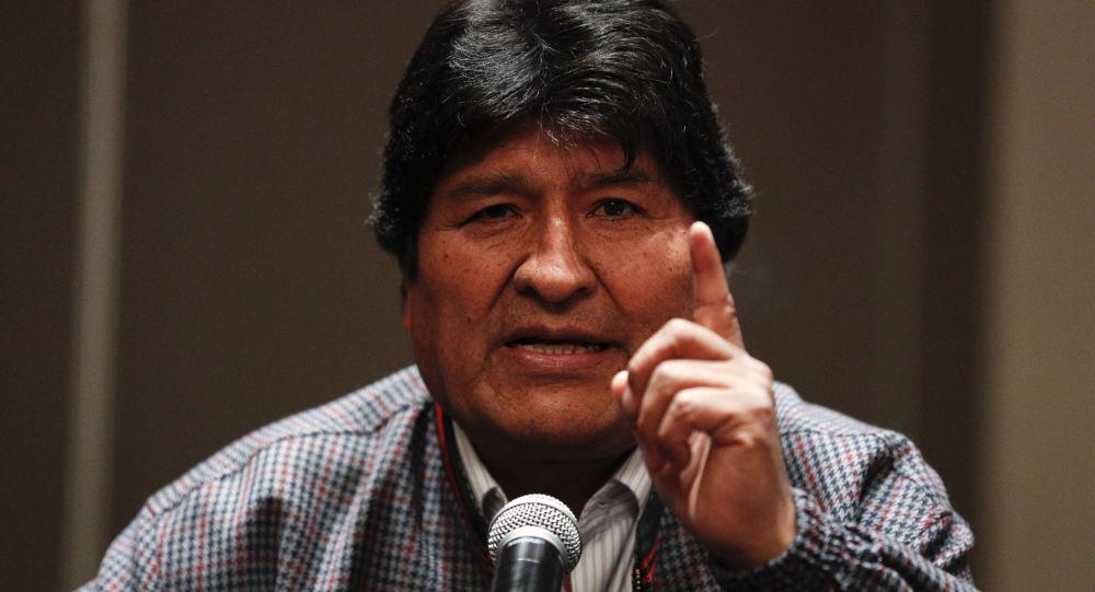Evo Morales Küba'ya gitti