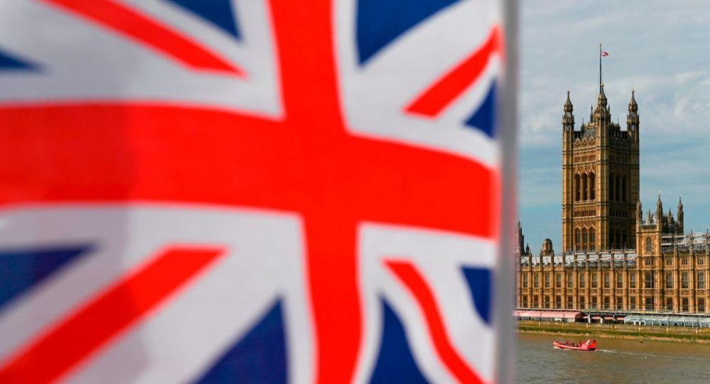 İngiltere'de erken genel seçim: Anketlerde muhafazakarlar önde