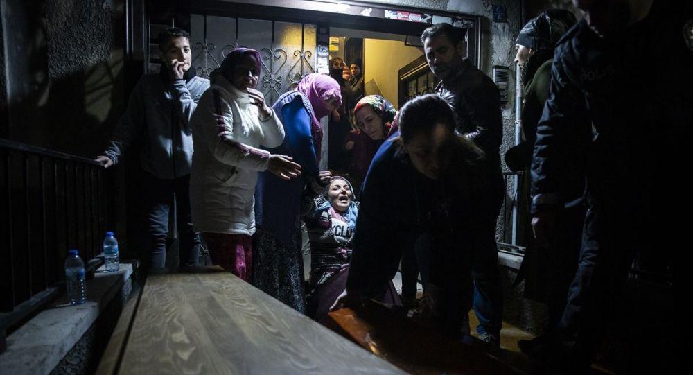 Hamile kadın ile 3 yaşındaki kız çocuğu evde ölü bulundu