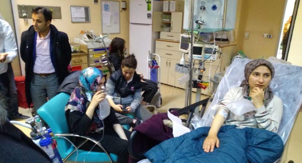 Çorum'da kız öğrenci yurdunda karbonmonoksit gazından zehirlenen 103 öğrenci hastaneye kaldırıldı