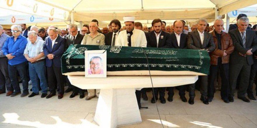 Yemen Ekşioğlu'nun cenazesinde Aziz Yıldırım'a laf atılınca ortam gerginleşti!
