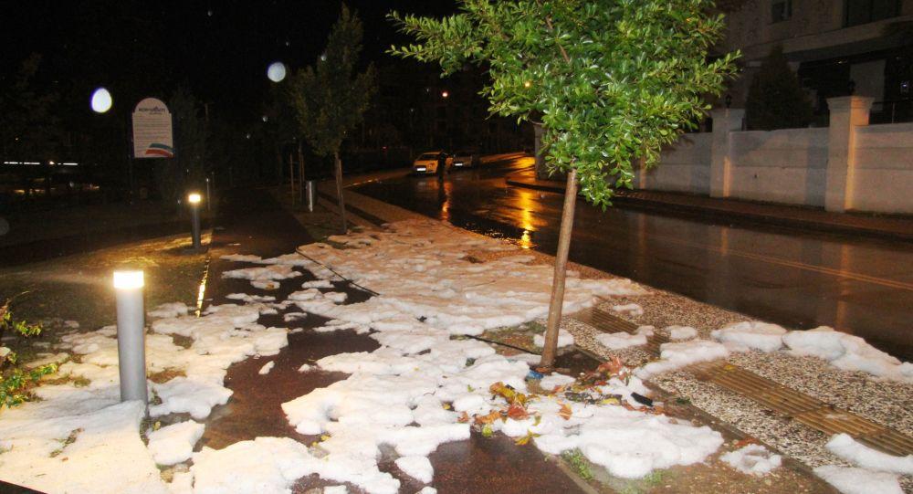 Antalya beyaza büründü, herkes kar yağdı sandı