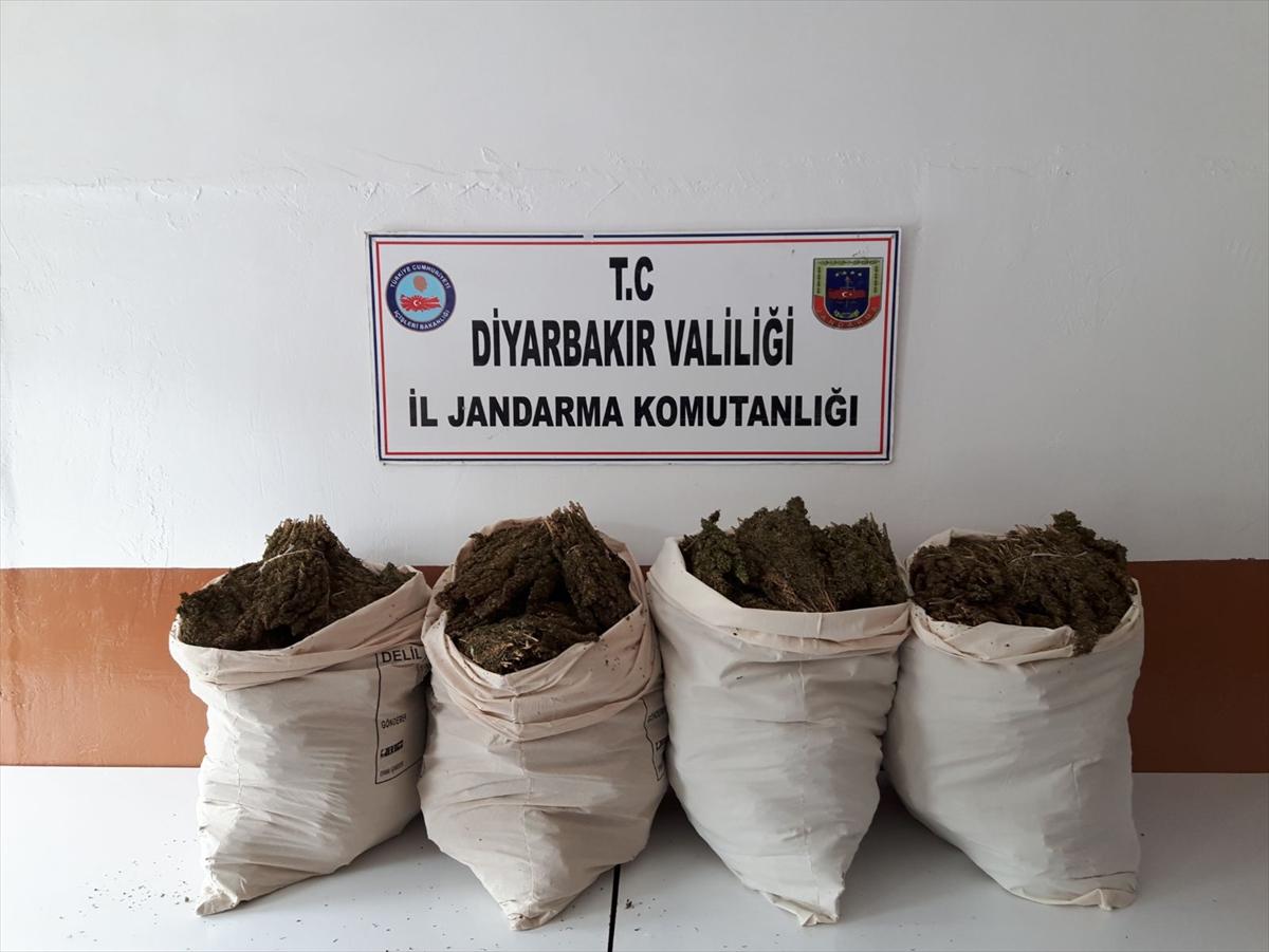 Diyarbakır'da teröristlere ait 8 sığınak imha edildi