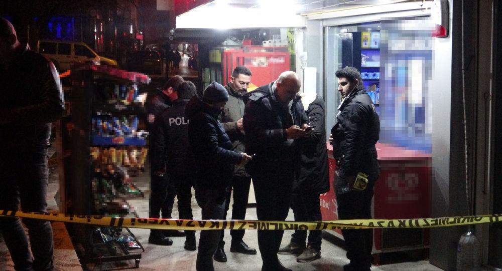 Bursa'da kasiyere silah çeken soyguncu 3 bin TL'yi alıp, kaçtı