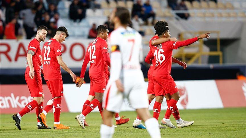 Kupada bol gollü maçın kazananı Antalyaspor