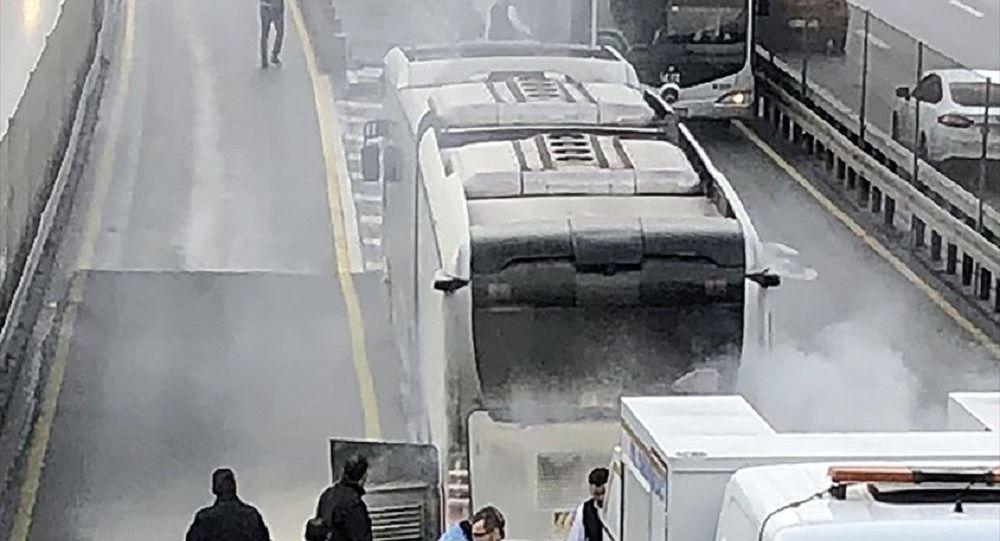 Çağlayan'da metrobüste yangın çıktı