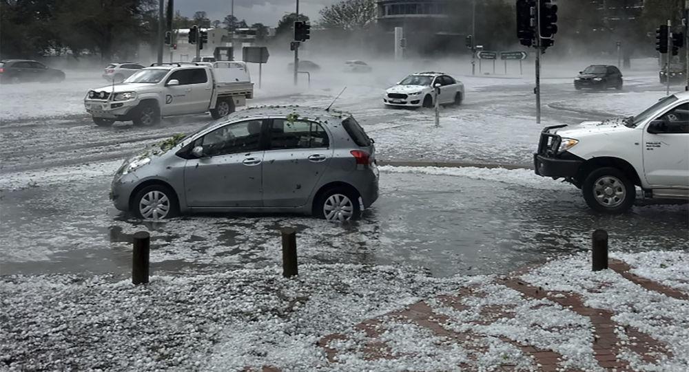 Avustralya'yı bu kez de kum fırtınası, dolu ve ani sel vurdu