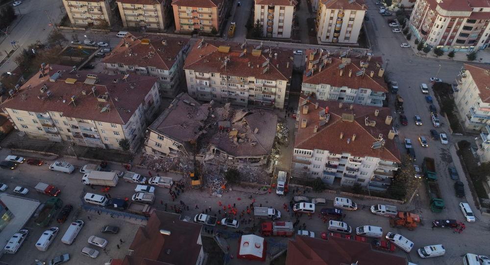 Elazığ'da 6.8 büyüklüğünde deprem: 21 kişi hayatını kaybetti, bin 30 kişi yaralandı