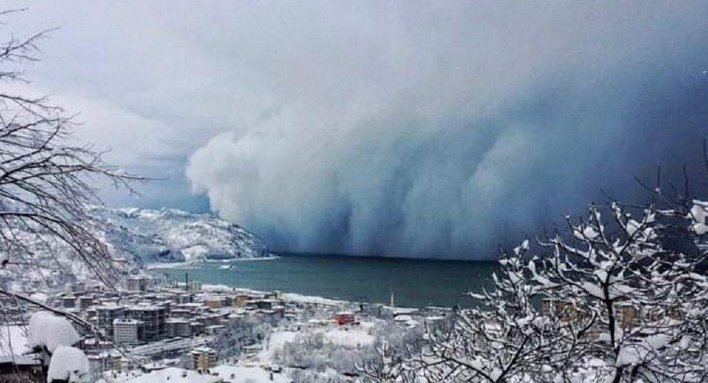 Artvin'de deniz üzerinden gelen kar fırtınası görüntülendi