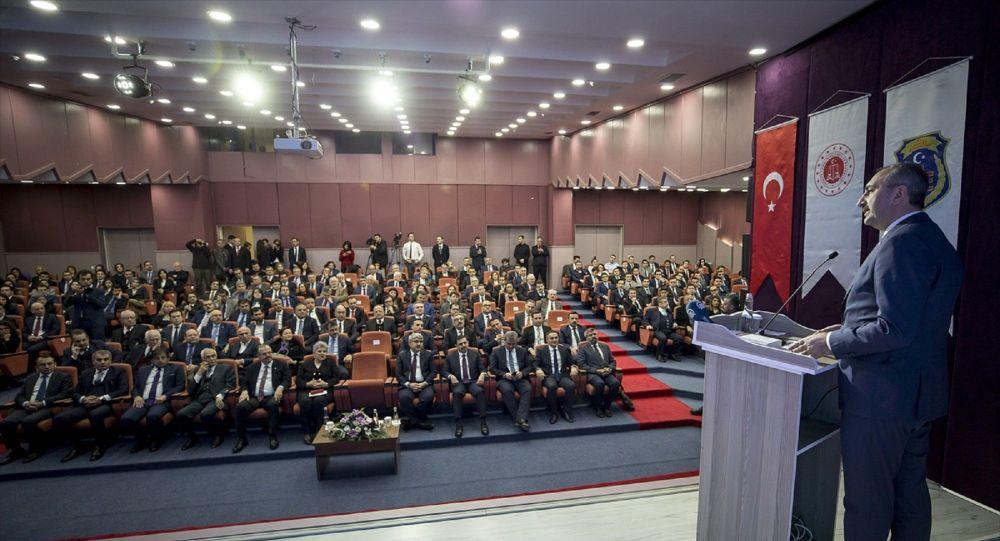 Adalet Bakanı Gül: Hukuk fakültesini tercih ederken lütfen kadrosuna bakın