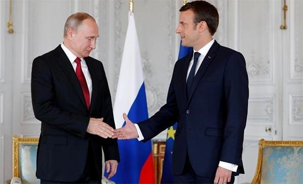 Putin ve Macron, Suriye konusunda el sıkıştı!