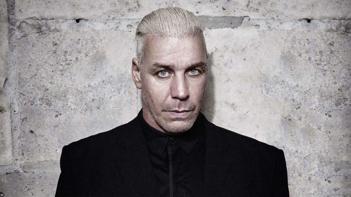 'Rammstein'ın solisti de koronavirüsten yoğun bakımda'