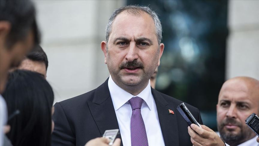 Adalet Bakanı Gül: Cezaevlerinde görev yapan personel evlerine gönderilmeyecek