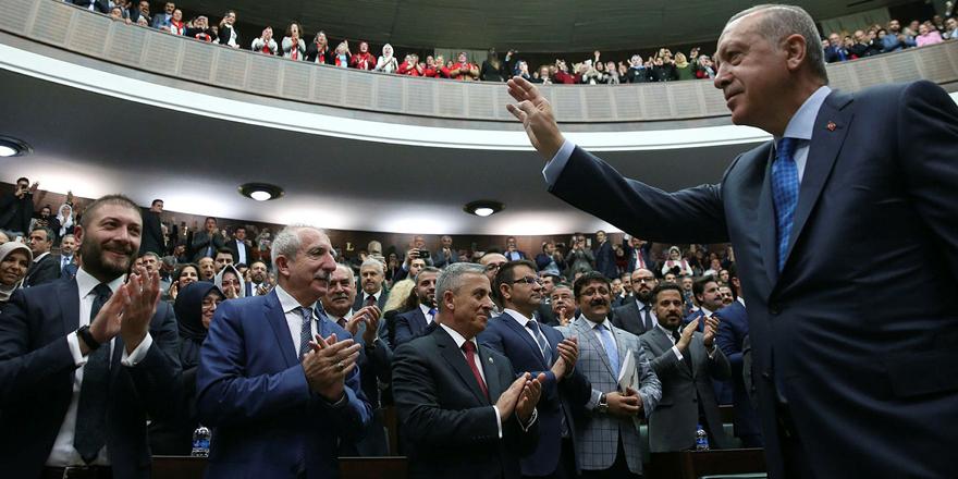 Yeni Şafak yazarı: 'AK Parti'de sadakat ve yakalık ayırt edilemiyor'