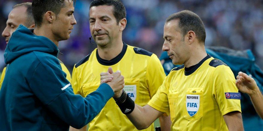 Real Madrid finale yükseldi, Cüneyt Çakır gündeme oturdu!