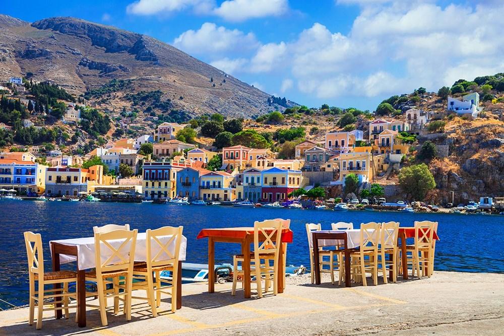 Yunanistan, 1 Temmuz'dan itibaren kapılarını yabancı turistlere açıyor