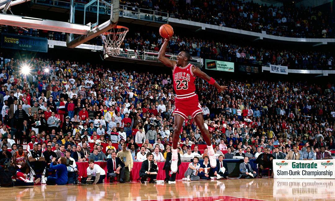 Michael Jordan'ın NBA'deki ilk sezonunda giydiği ayakkabılar 560 bin dolara satıldı