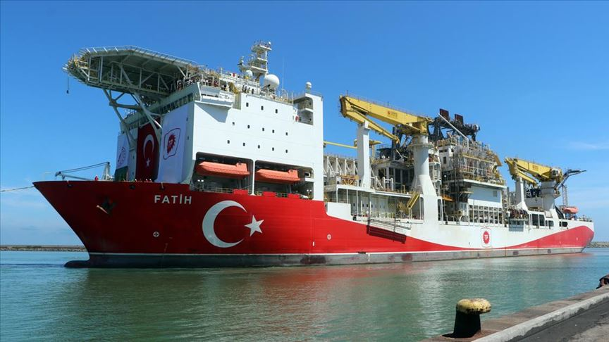 Türkiye'nin ilk yerli sondaj gemisi 'Fatih' Trabzon Limanı'na demir attı