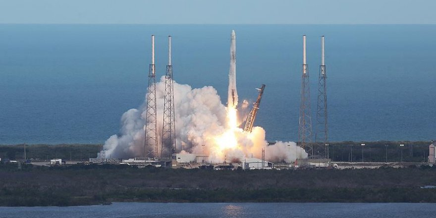 SpaceX kargo kapsülünü uzaya gönderdi
