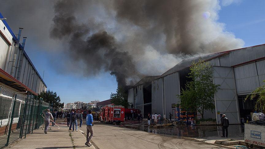 Antalya'da yat deposunda yangın çıktı