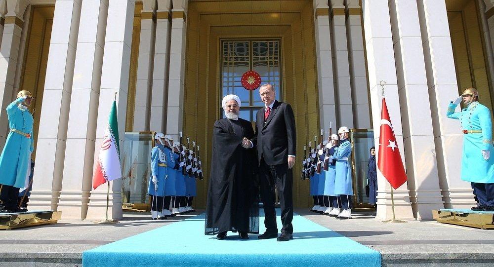 Erdoğan 3'lü zirve öncesinde İran Cumhurbaşkanı ile görüştü