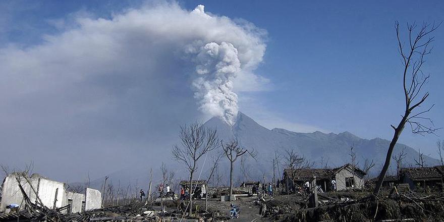 Endonezya'da Merapi Yanardağı alarmı
